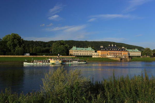 KM29_Blick auf Schloss Pillnitz