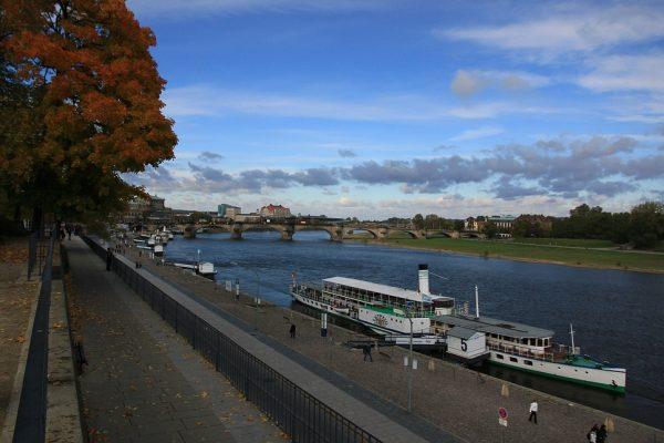 KM40_Terrassenufer Dresden