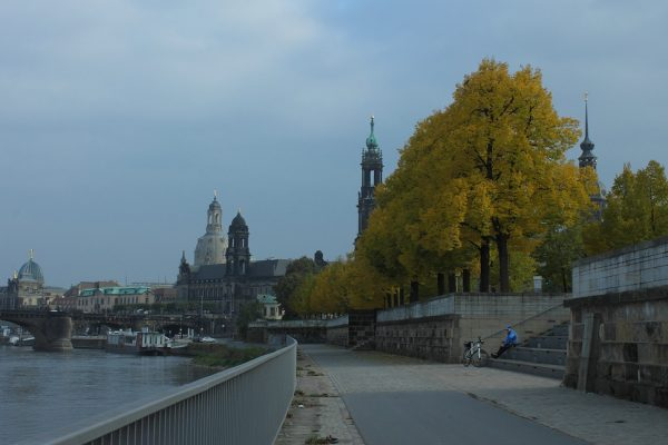KM41,5_Blick zurück auf Frauenkirche Dresden und Stadtsilhouette